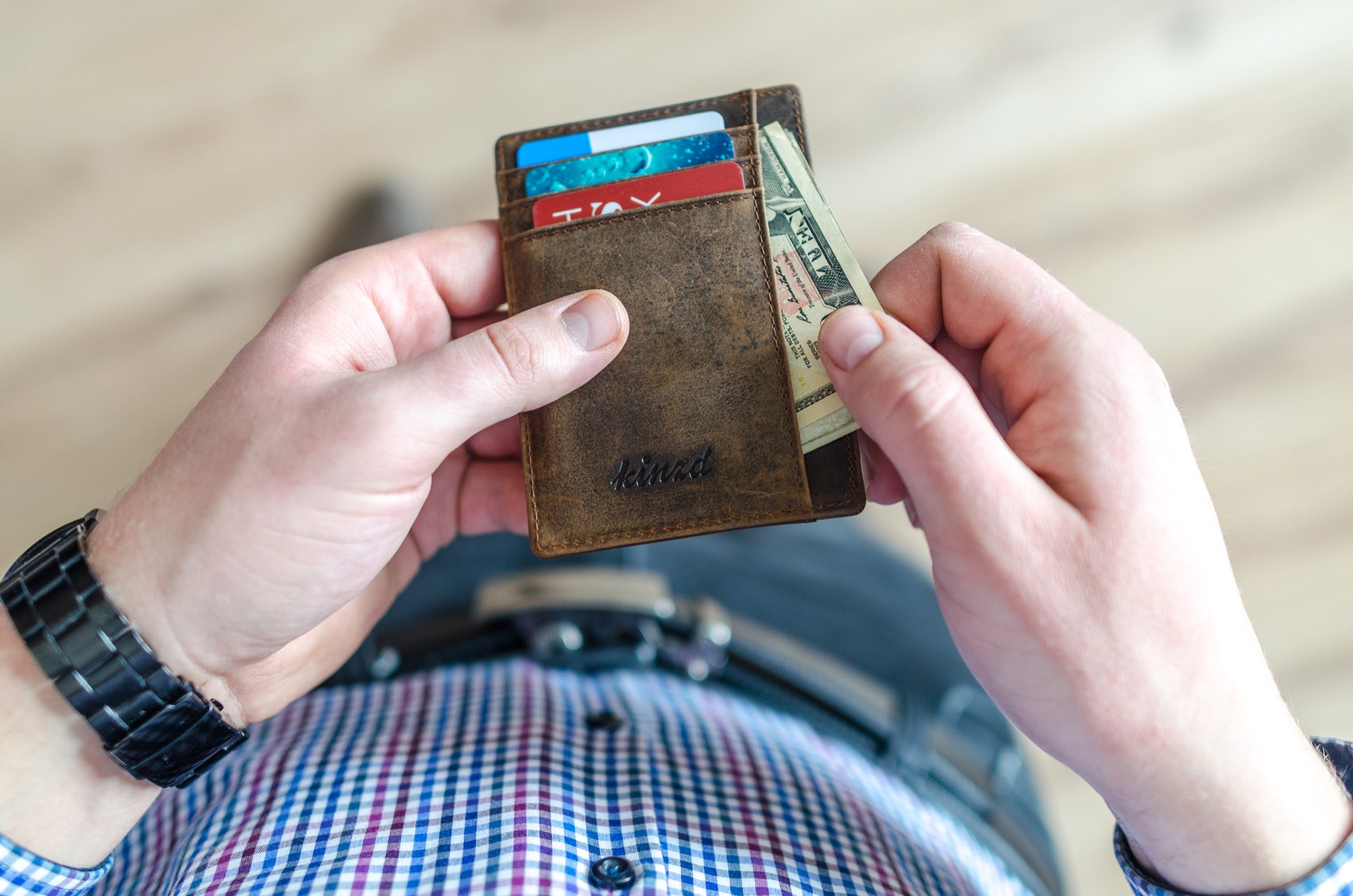 Reasons to Switch to a Minimalist Wallet